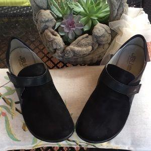 JBU Jambu Sonoma Black Suede/Leather Clogs